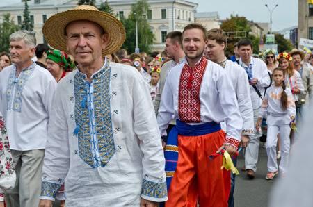 31264801-kiew-ukraine-24-august-2014-die-menschen-feiern-den-ukrainischen-unabhängigkeitstag-an-den-friedlichen