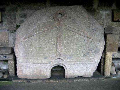 800px-Pedra_Formosa_Briteiros